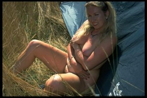 Hausfrauen beim Camping nackt